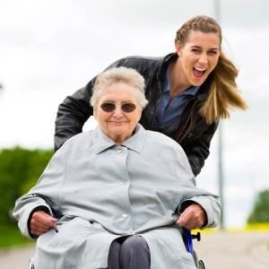 servizio badante lecco aes domicilio servizio anziani