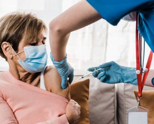 Badante convivente Lecco Vaccini anti covid
